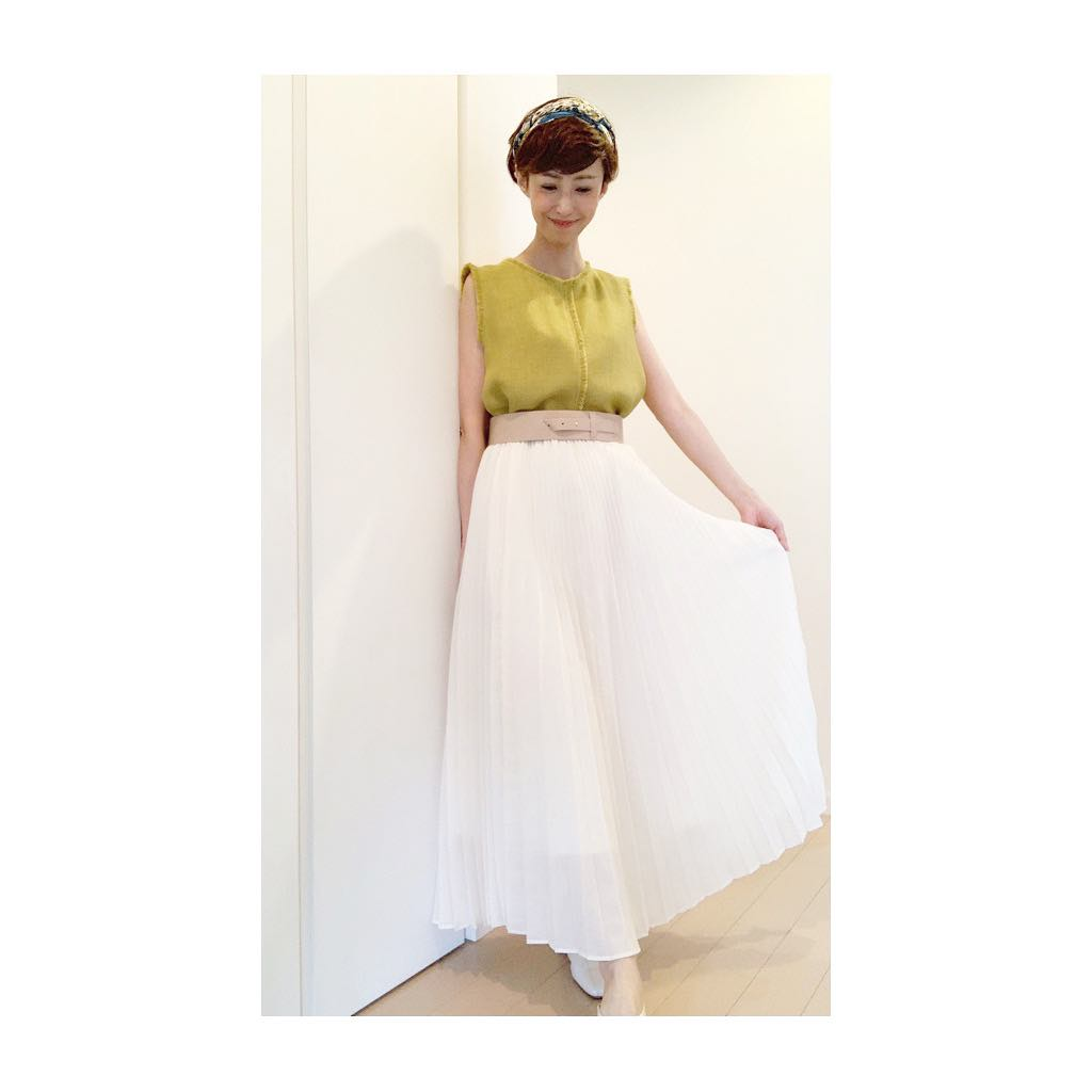 大人顔タイプ(エレガント、クール)に似合うプリーツスカート